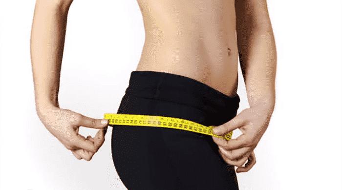 Múltiples estudios muestran que las personas que duermen menos son más propensas a ser obesas.