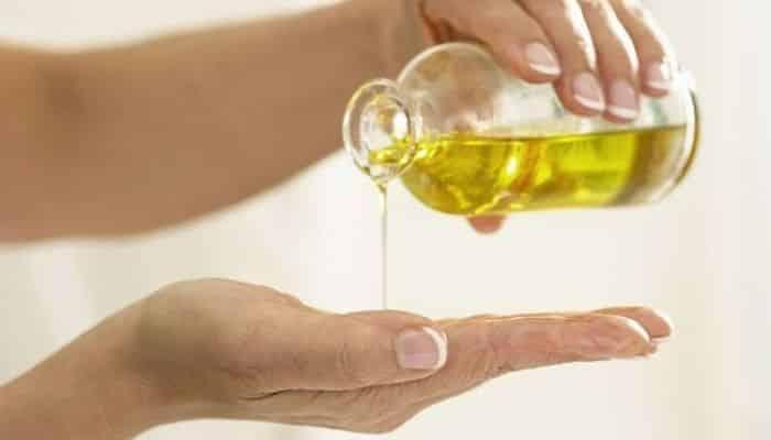 El aceite de ricino le deja la piel suavey revitalizada