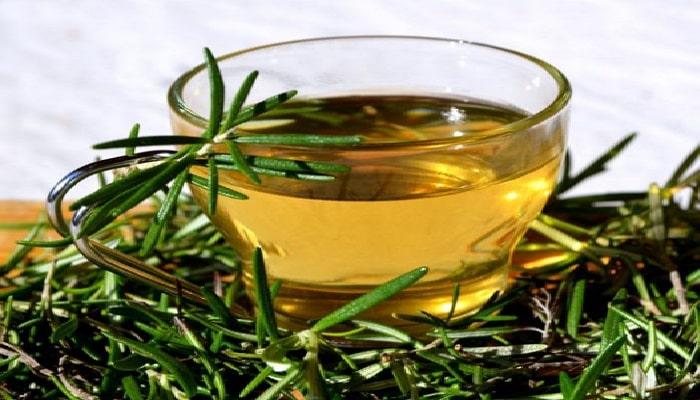 beneficios de beber té de romero