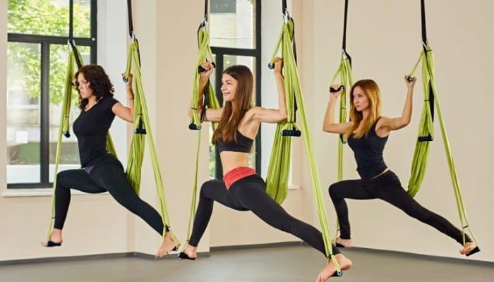 beneficios del yoga aéreo