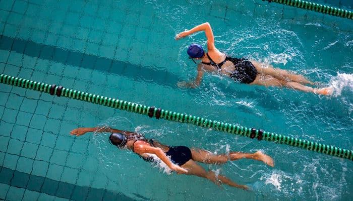 la natación para perder peso