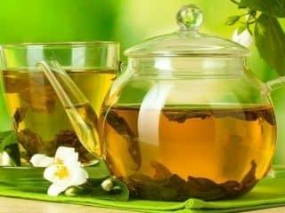 beber té verde con miel