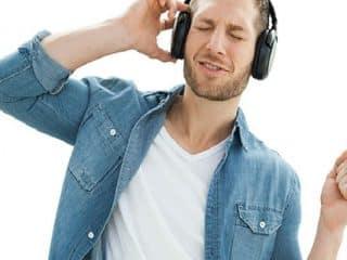 Escuchar su canción favorita