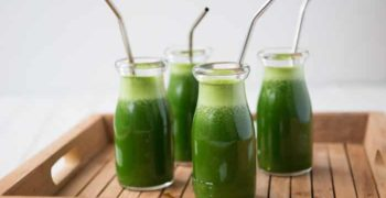 Beber jugo de neem